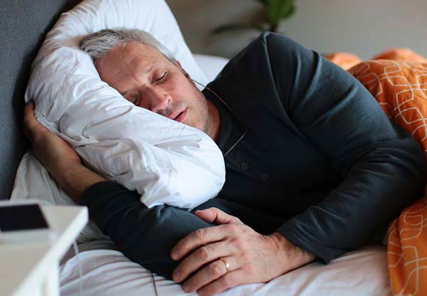 tinnitus sufferer undergoing sound stimulation whilst sleeping